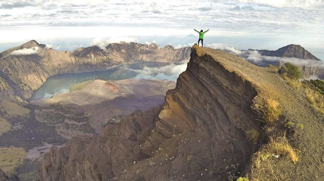 A traveler enjoying an view of Mount Rinjani