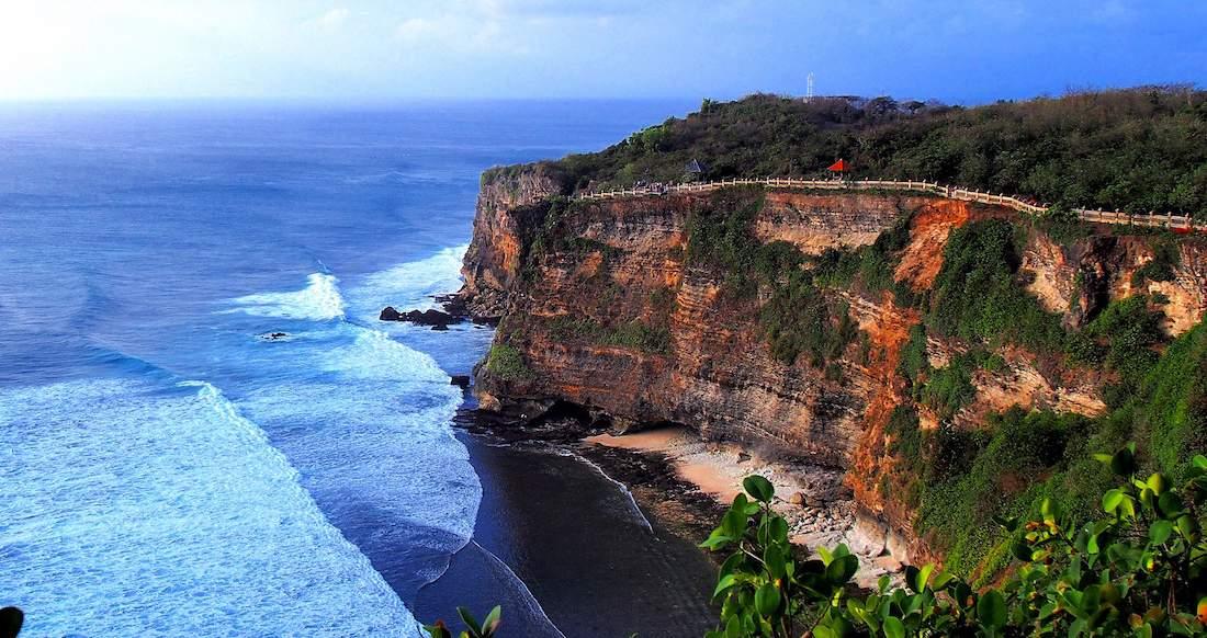Epic ocean viewpoint in Uluwatu, Indonesia